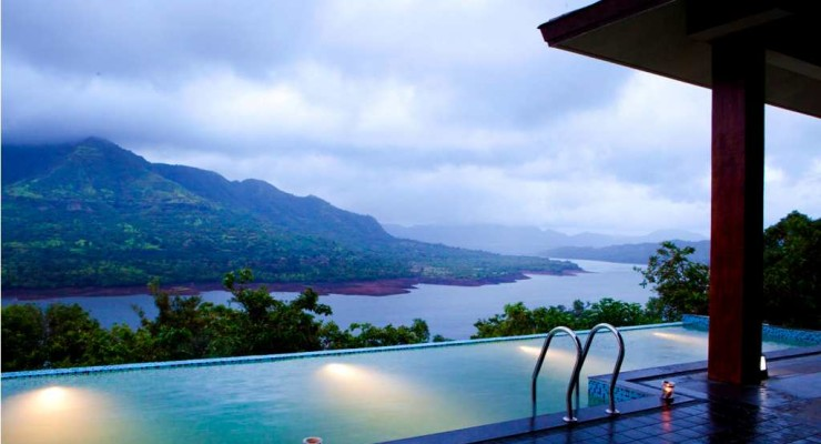 Infinity Pool at Mango Tree Villa Atmanam